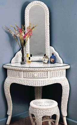 corner-vanity-table